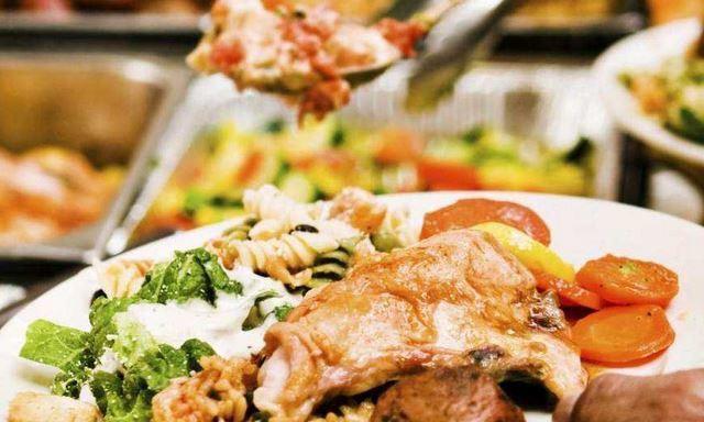 不管吃什么自助餐, 这2种食物最好不要碰, 老板: 员工都不愿吃