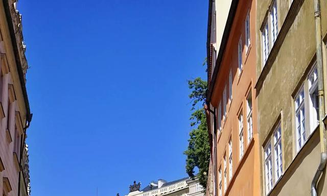 布拉格老城最高的建筑,捷克最具历史地位的建筑,每天都人山人海