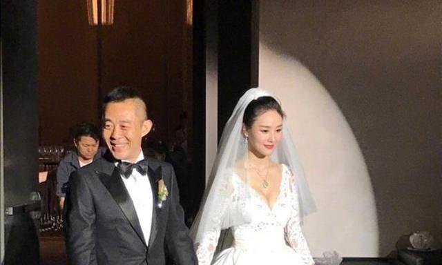 50岁的侯勇第三次结婚,恭喜!不过新娘年龄可以当他女儿了