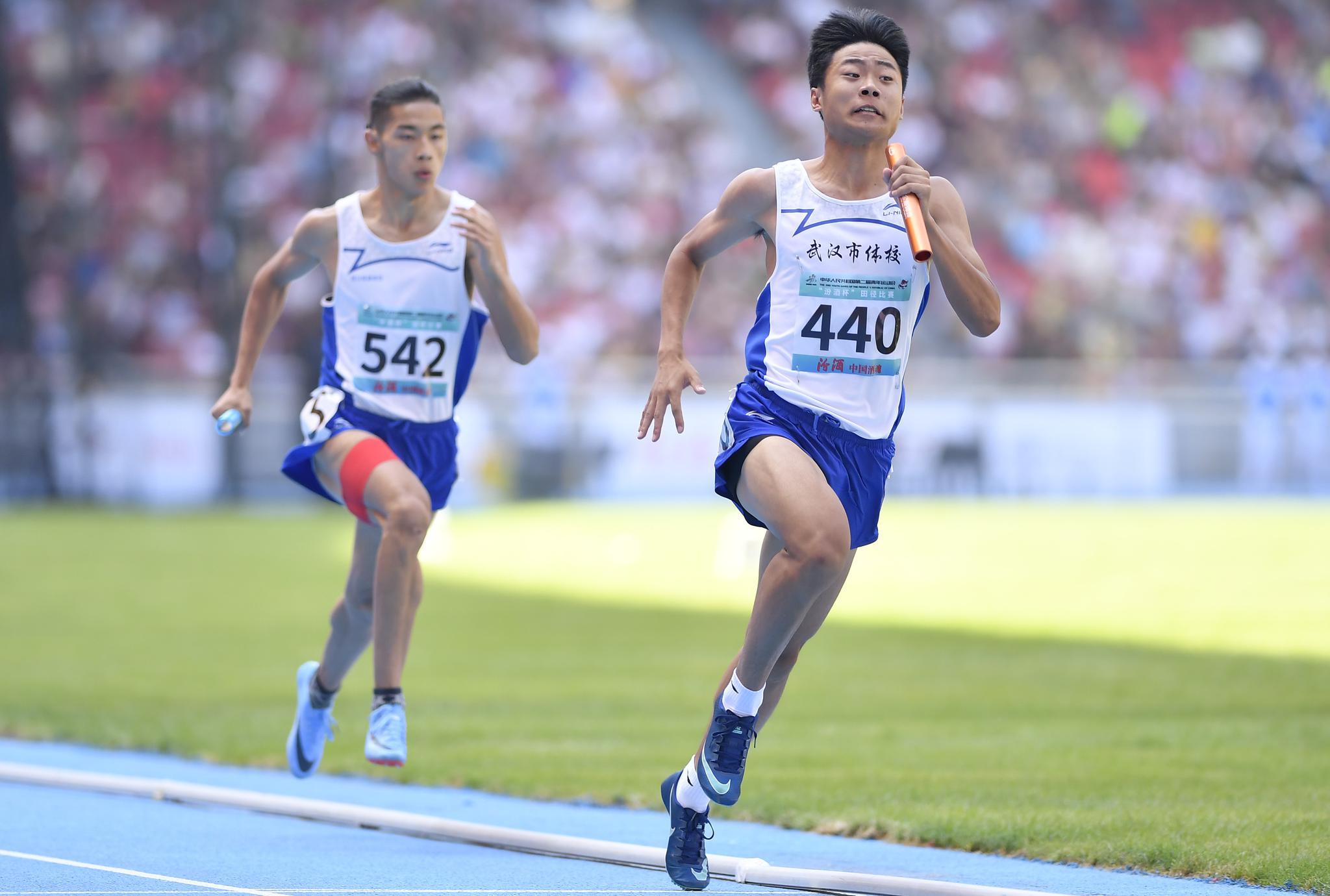 田径——体校甲组男子4X400米接力决赛:武汉市体育运动学校夺冠