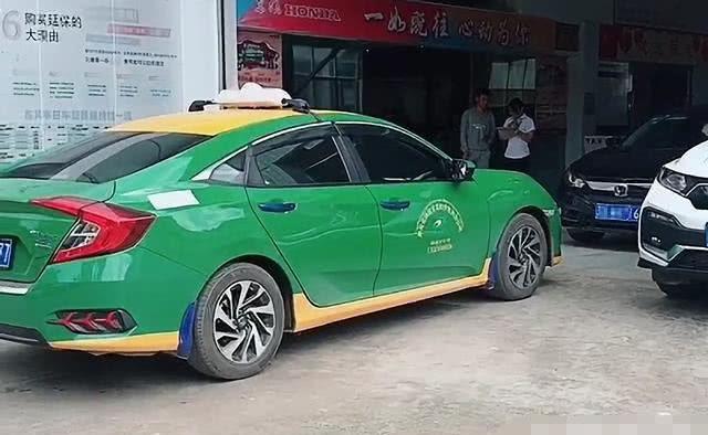 """广东偶遇一辆""""出租车版""""思域,鱼骨灯很吸睛,看到车牌:羡慕了"""