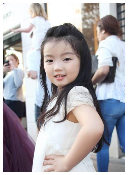 阿拉蕾现身戛纳电影节,确认过眼神,宝宝是吃可爱长大的!