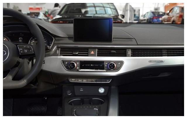 奥迪A4L,扁平的腰线设计,明亮的驾驶空间,你中意吗
