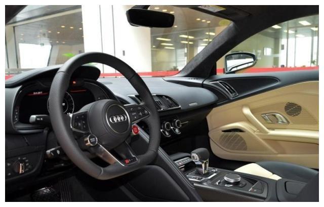 奥迪R8:车身整体视觉满分,便利的操作,心动了