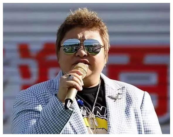 明星的专属麦克风:韩红的麦克风六十万,而她的要上百万!