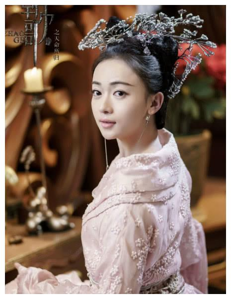 《朝歌》中出演九尾狐的李一桐,比起女主角吴谨言还要美上几分