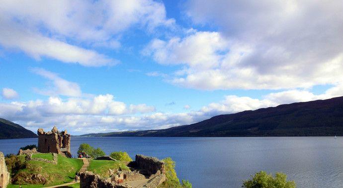 尼斯湖的面积并不大,却很深,因神秘的水怪传闻而闻名于世
