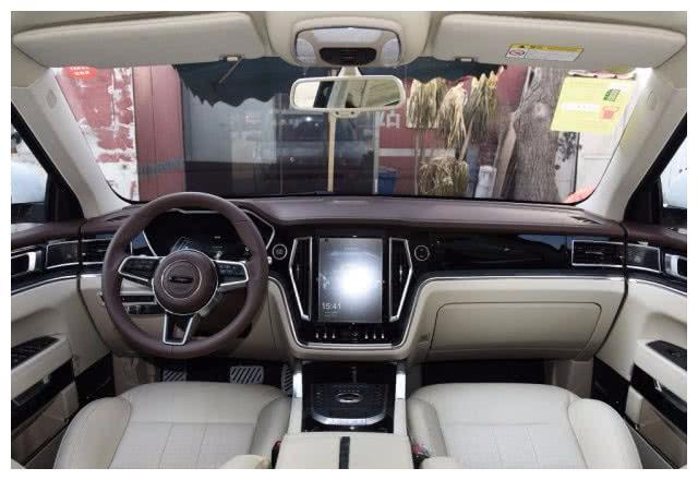 众泰旗下爆红的SUV,比路虎气派,15万开出50万的档次