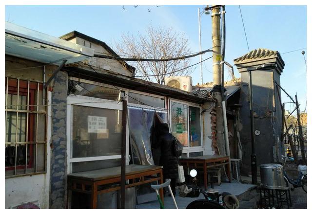 这家门脸儿寒酸的北京豆汁儿店,然而它的味道却让我想起小时候