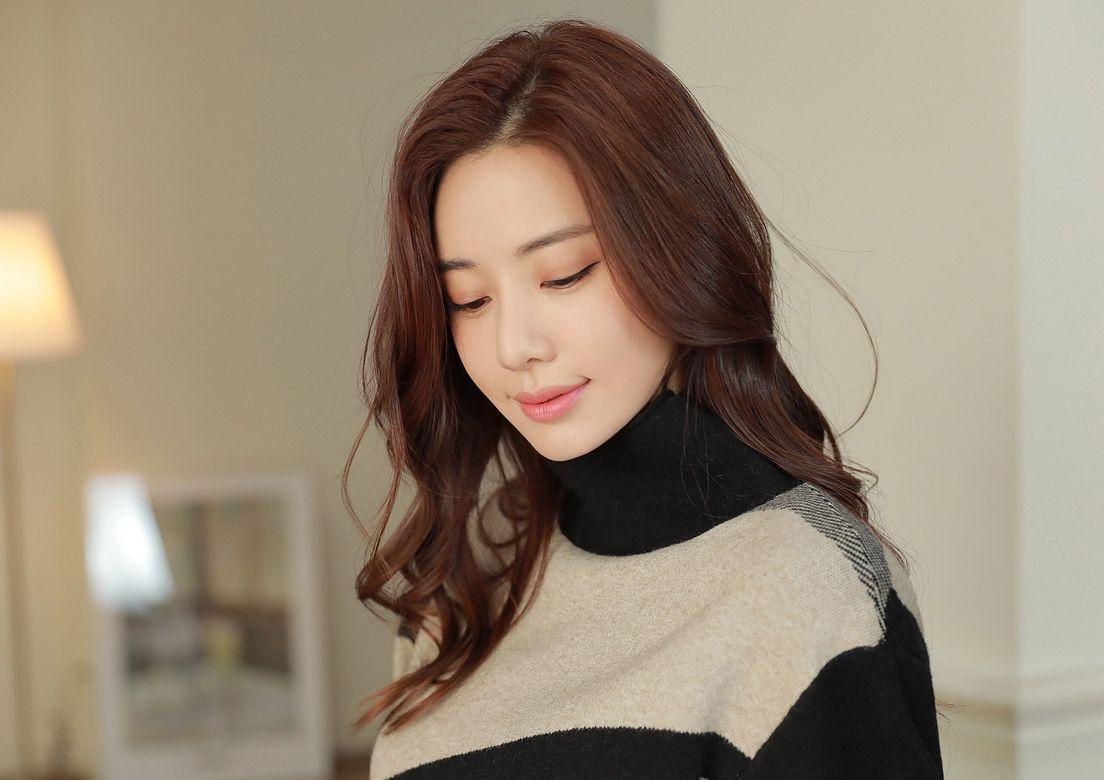 身材搭配-艺术配色方案高领针织毛衣配羊毛混纺阔腿裤