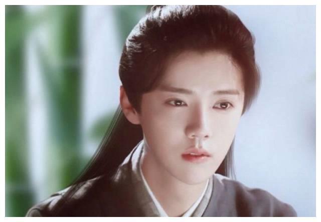 娱乐圈最尴尬的星妈,捧红了杨幂陈坤,却捧不红出道18年的亲儿子