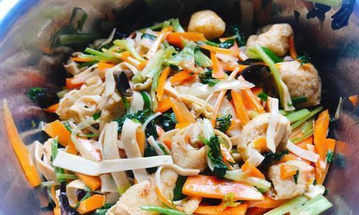 八宝菜,这道家乡特色菜,成本便宜做法简单,常吃大肚腩越来越小