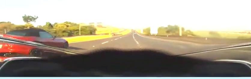 视频:不给面子!铃木隼戏耍捷豹F-TYPE V8
