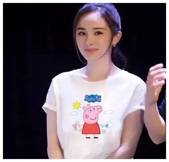 娱乐圈刮起小猪佩奇风,戚薇时尚李晨顽皮,最服林更新的少女心!