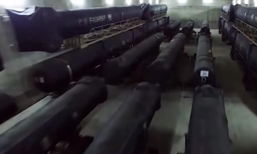 侵略者胆敢来犯,必有来无回:伊朗公开地下洞库,弹道导弹成堆
