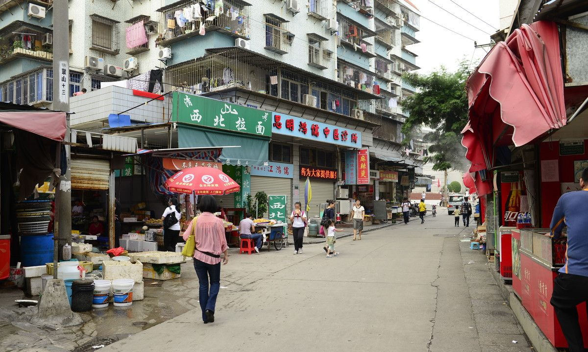 厦门这个巷子的名字很有趣,这里曾经是山谷,如今布满高楼大厦!