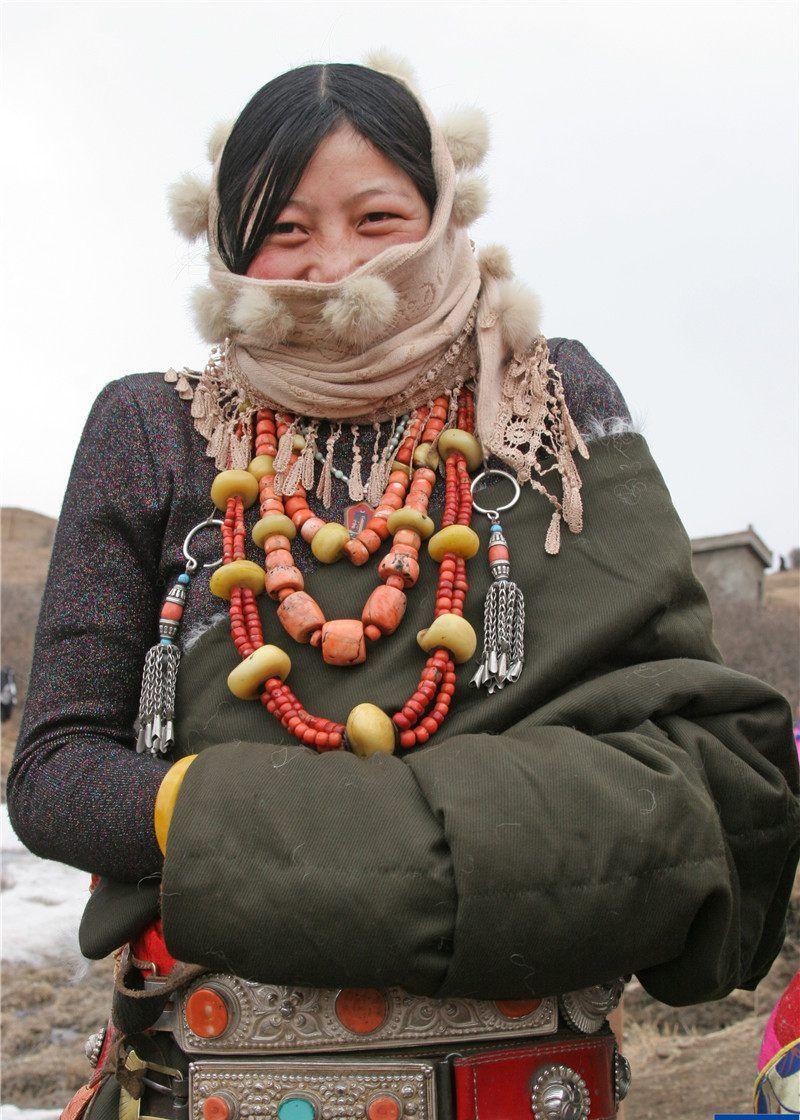 西藏人把价值不菲的珠宝都戴在身上,原因竟然是这个?