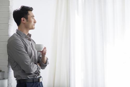 雄性激素充足的男性,大多会有这4个特征,若都没有你或该改变了