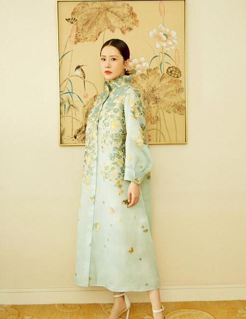 像海清这么穿才像过冬,羽绒服里再叠穿两件衣服,保暖又好看!