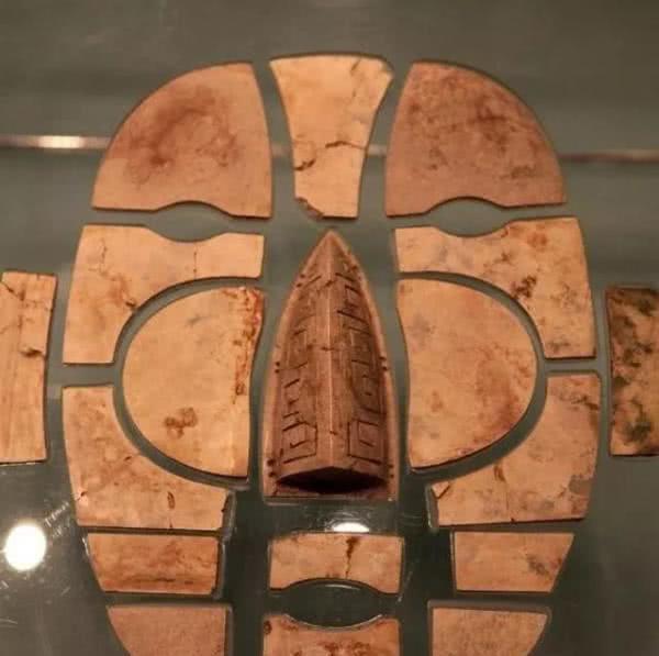 施工挖出汉朝玉面具,专家本想用现代科技仿制,20年没成功