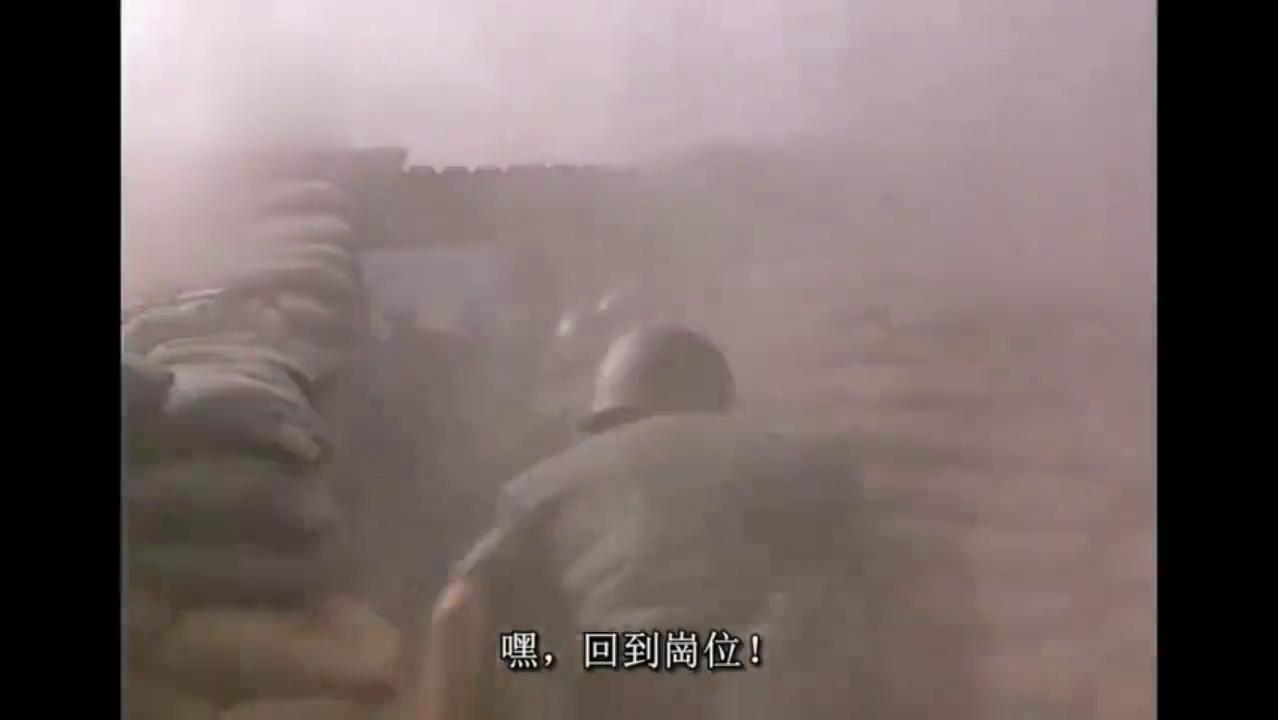 看越军进攻有坦克支援步兵冲锋,美军立刻炸掉前沿阵地逃之夭夭