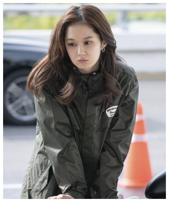 韩国赵丽颖真不会老?张娜拉清新打扮露面,38岁仍如少女