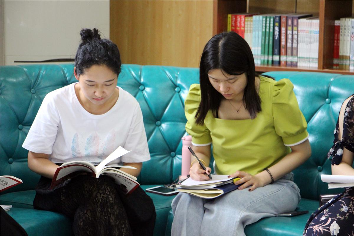 静心读书,用心成长  ——经开区实验中学举办系列教师读书活动