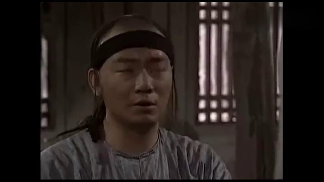 吴京伪装稻草人偷学太极,太搞笑了吧
