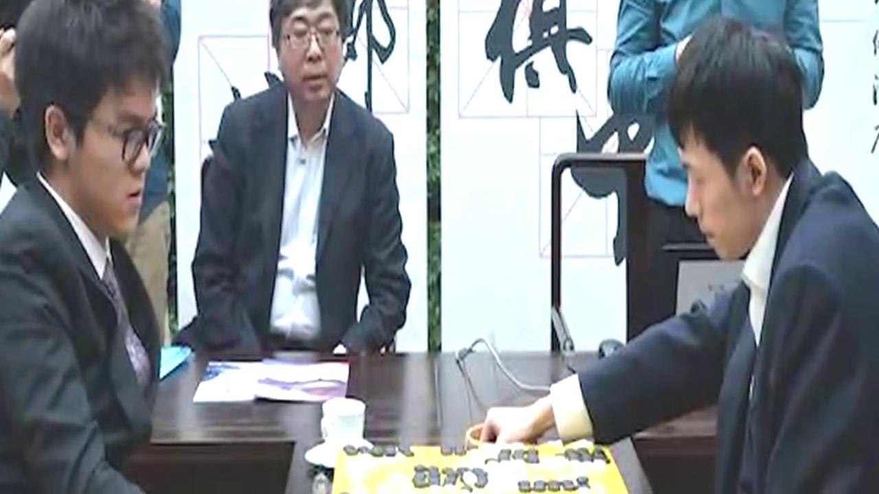 新奥杯柯洁错失赛点 对手下出AlphaGo套路