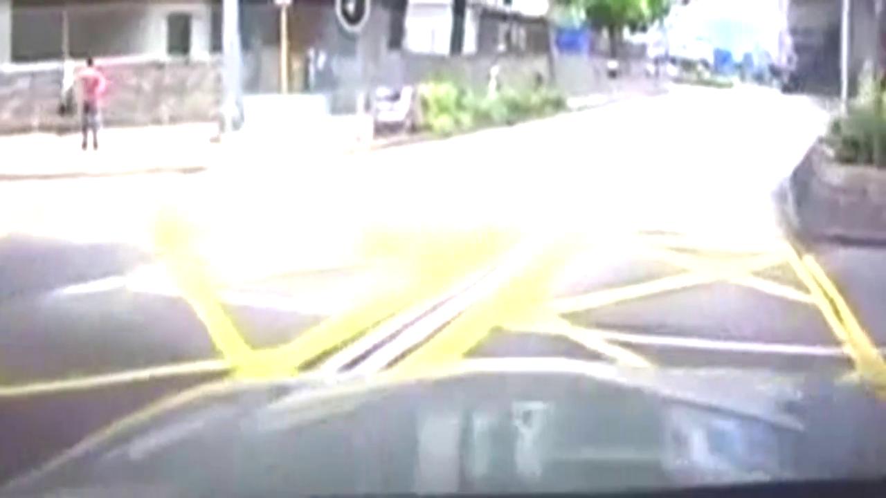 高富帅也狼狈 法拉利458超车时酿成车祸