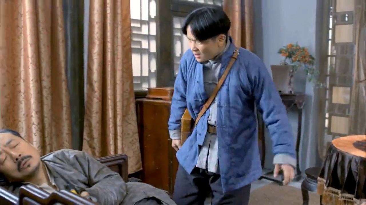 地雷战:队长在睡觉,二鬼子一声大叫可吓尿了他!直接捏脸活筋骨
