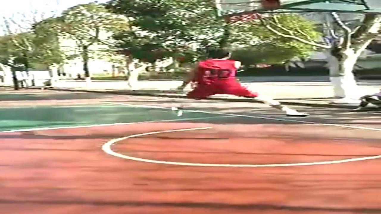 草根篮球,拉杆!