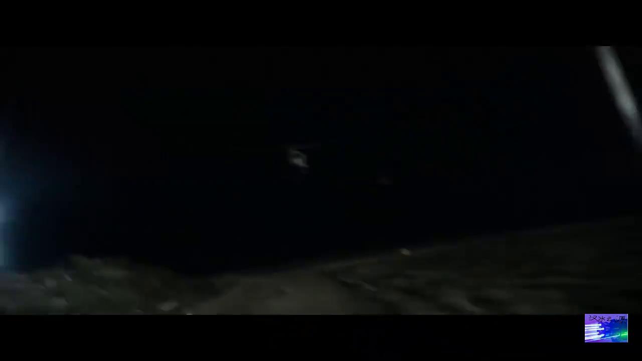不是拿个火箭弹就能上演黑鹰坠落,直升机上的加特林机枪不是摆设