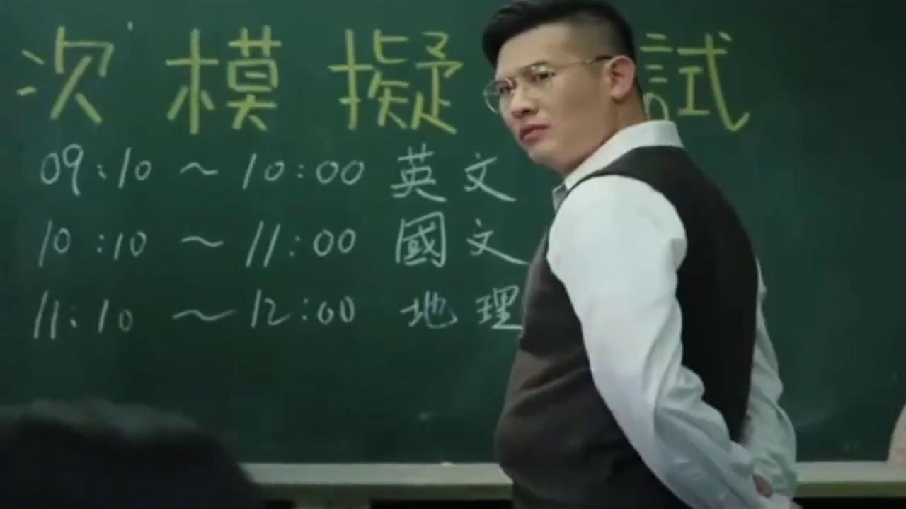 女学生考试作弊被老师发现 急中生智用这种方式巧妙化解
