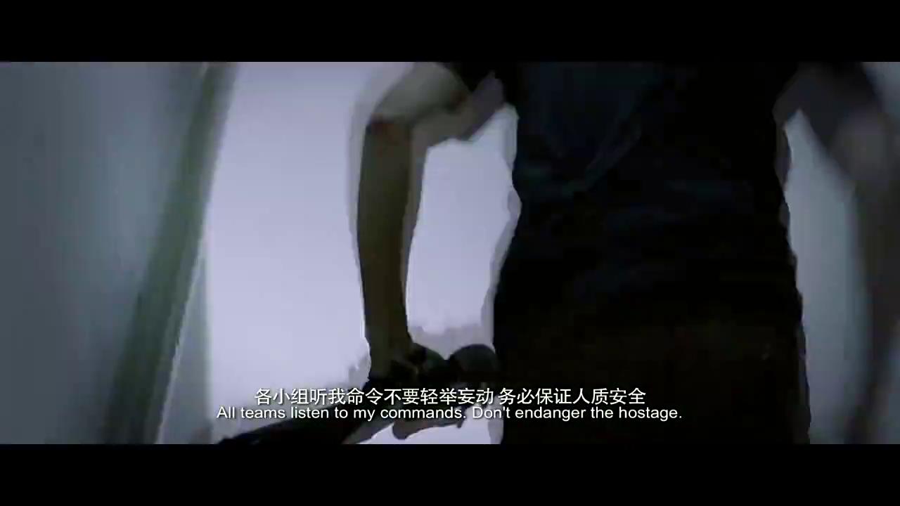 绑架者:女警官被叛徒踩下大楼,千钧一发之际,叛徒被一枪击毙