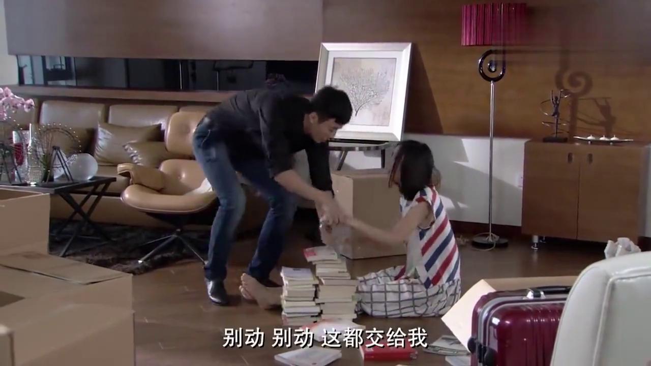 """大结局:丈夫见老婆坐地上,直接将她抱到沙发上,""""男友力""""真足"""