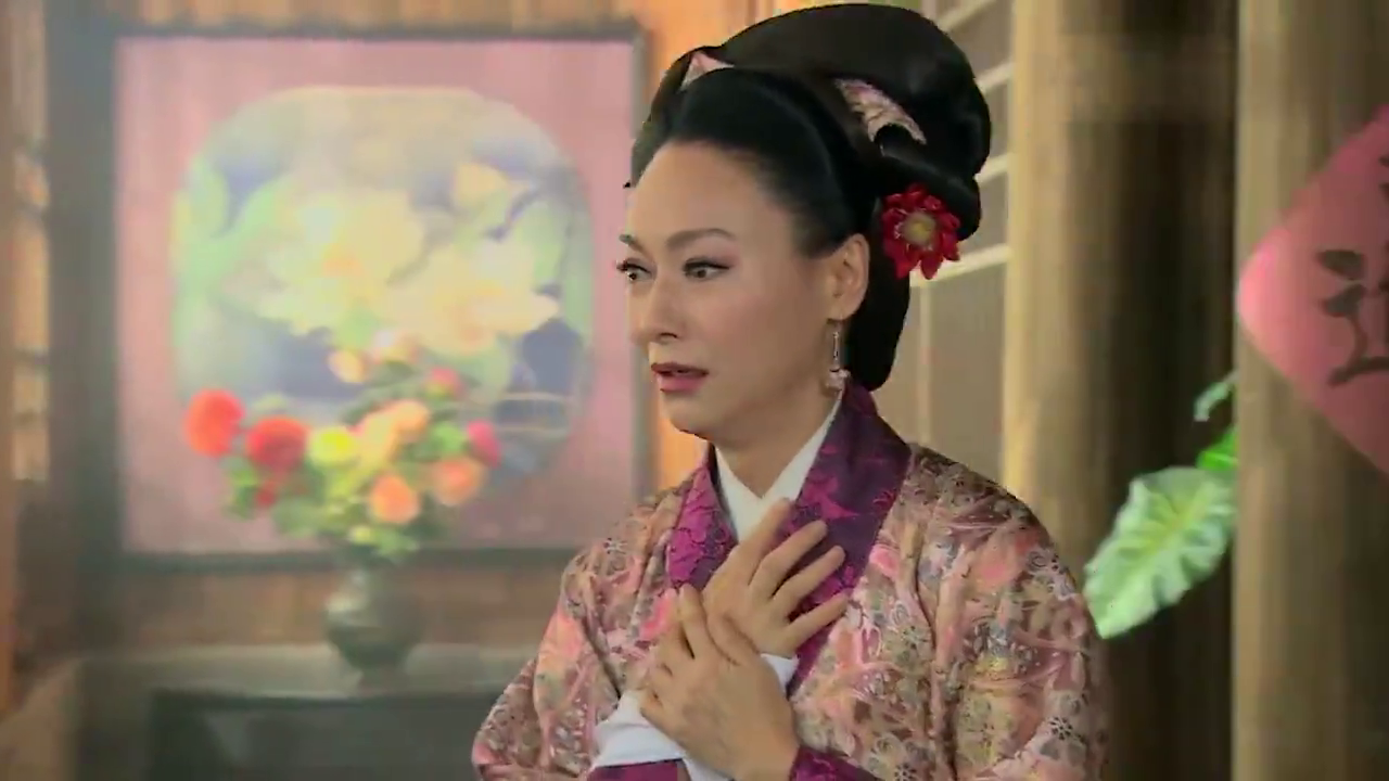 武松回家看见大郎的灵堂,顿时呆在原地,潘金莲还在假意哭诉