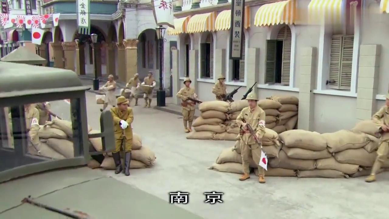 贪吃鬼子军官,嫌弃军部伙食无法下咽,被我军特工两块面包收买了
