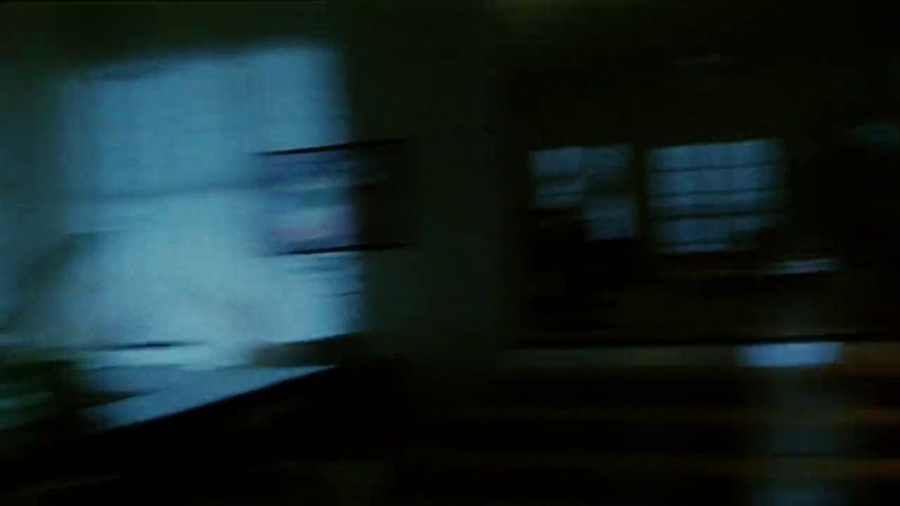 周星驰与跟班吴孟达夜探科学怪人徐锦江的实验室,落荒而逃