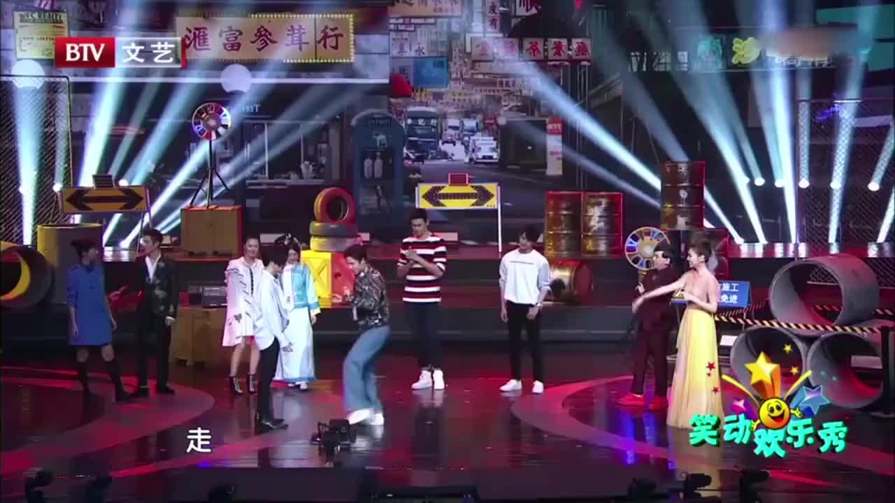 韩东君舞蹈小课堂教薛之谦跳舞差点摔倒观众爆笑不止