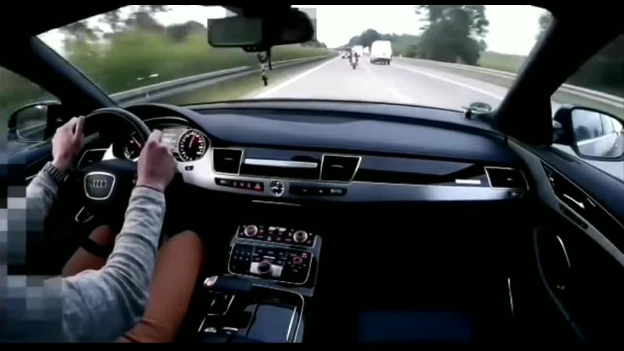 开着轿车跟摩托车飙车的脑子都有病