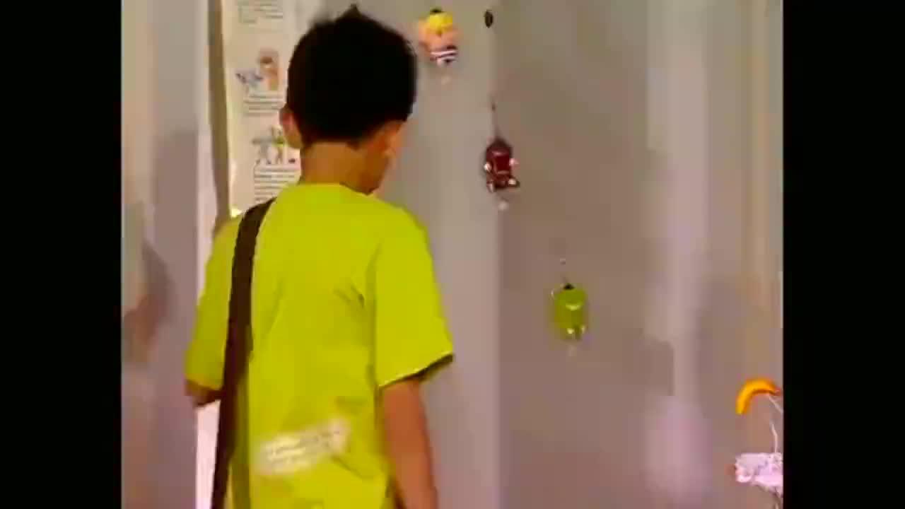 家有儿女刘星作文比赛一等奖拿奖状回家刘梅不相信