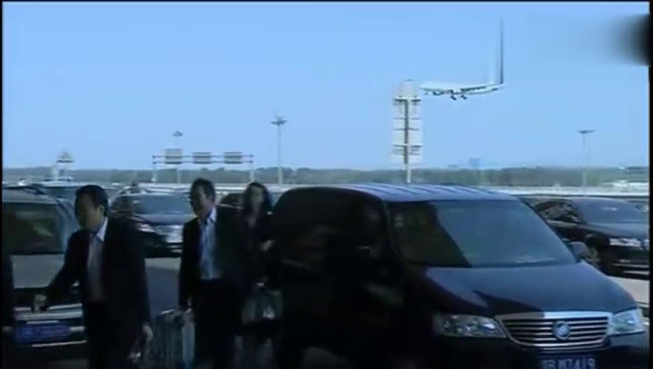 杜淳要去机场追前女友董璇,看到妻子马伊琍后却改变了主意!