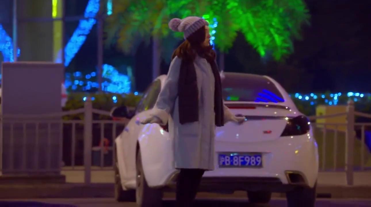 大半夜女疯子冲出街拦出租车,只为接被拐走的女儿,场面太揪心