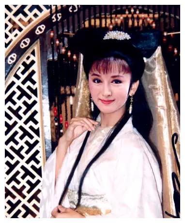 她演小龙女力压李若彤,现年68岁仍像少女,前夫去世后单身至今