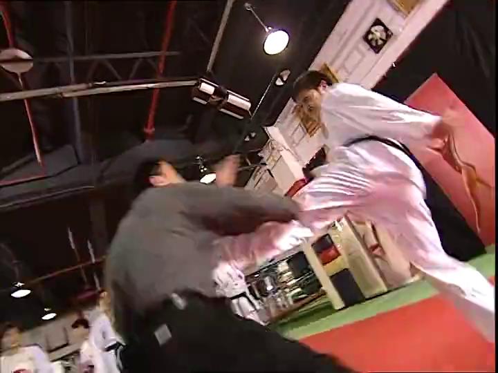 群英会:跆拳道教练说话难听,不料引得众怒,结果被打惨了