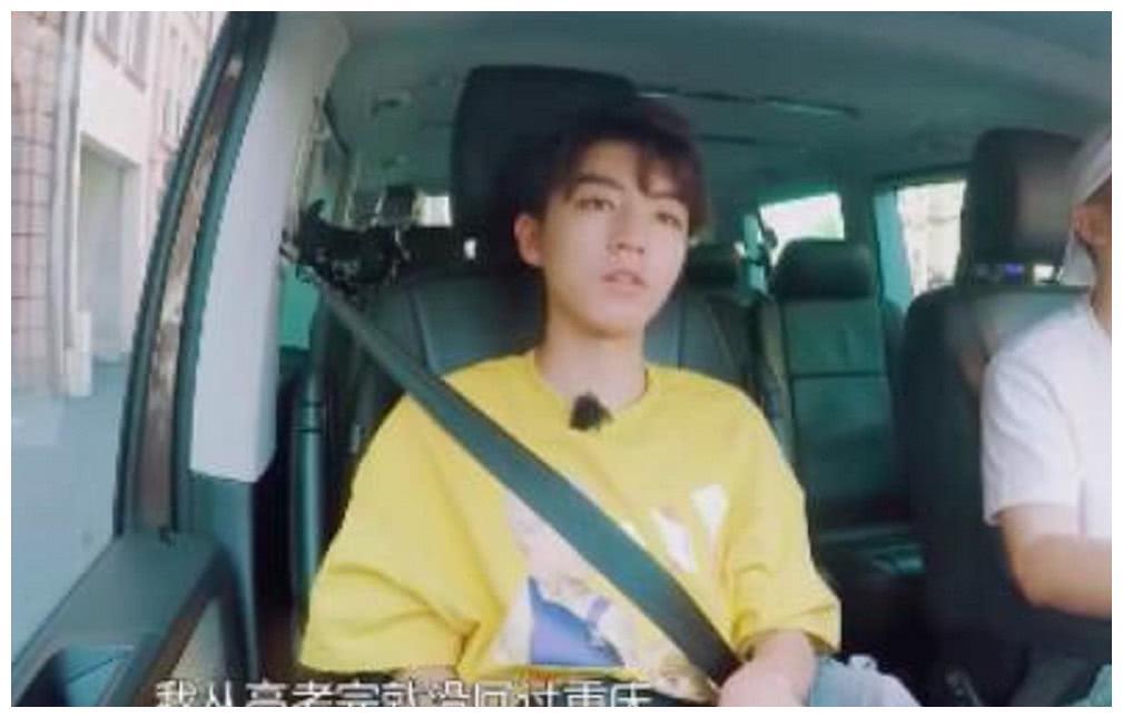 王俊凯称自己两年没回家了,高考后就没回重庆了,网友直呼:心疼