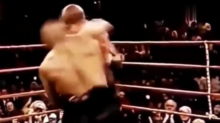 最精彩世界拳击比赛!霍利菲尔德被泰森KO,新世界拳王的诞生