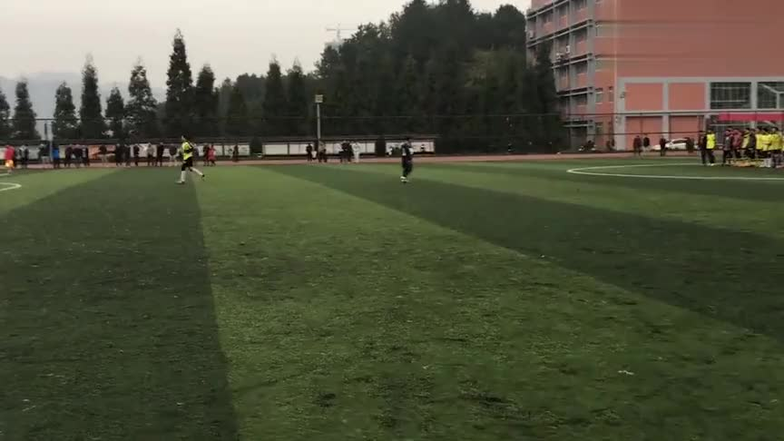 贵州财经大学国际学院足球新生杯决赛点球大战箭在弦上