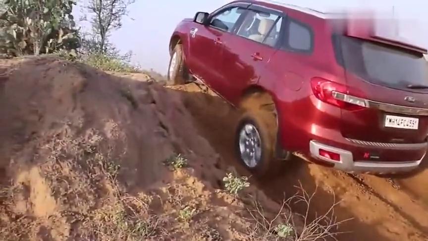 视频:福特撼路者挑战丰田穿越者爬坡,谁强谁弱,一脚油门就看出来了